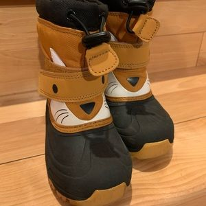Snowboots for Toddler size 10 in great condition.